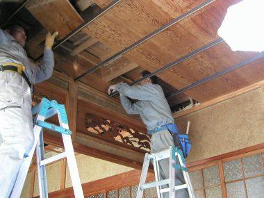 040227耐震補強のため天井板を外す工事
