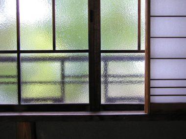 明治村 西園寺公望別邸 坐漁荘 2階の硝子窓 お多福窓 040428