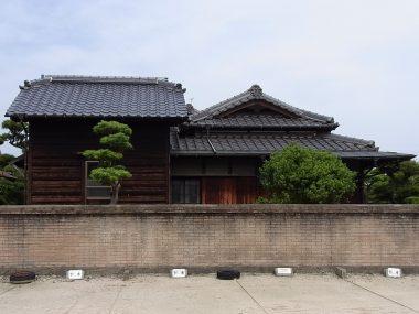 桃色煉瓦塀のある民家(登録文化財)