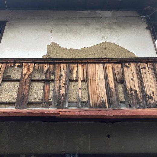 210907八木裏路地長屋の漆喰壁