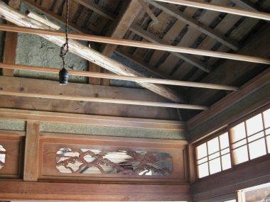 040227 耐震補強のため天井をはずしたところ