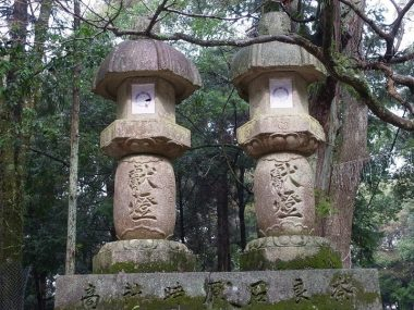 奈良春日神社参道の奉納燈籠 良質で思いのこもった灯籠群