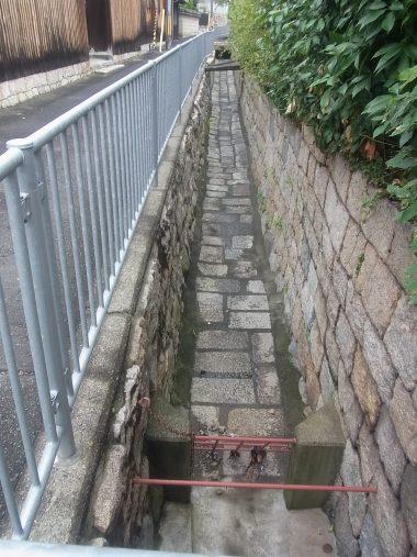 神戸市灘区大土平町の灌漑水路