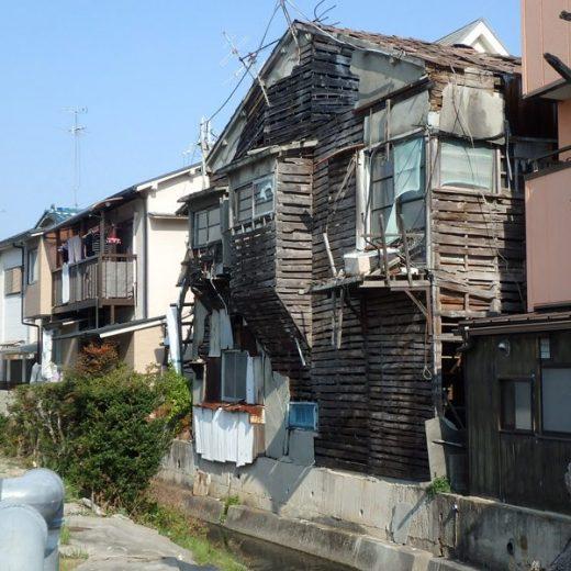 200205伊丹の空き家 崩壊寸前の特定空き家状態