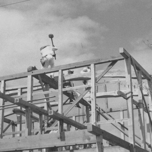 木造住宅 在来構法 1963年の棟上げの様子