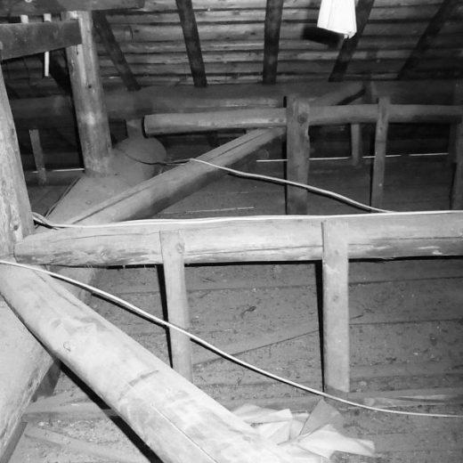 小屋裏の大筋交い 御所の民家
