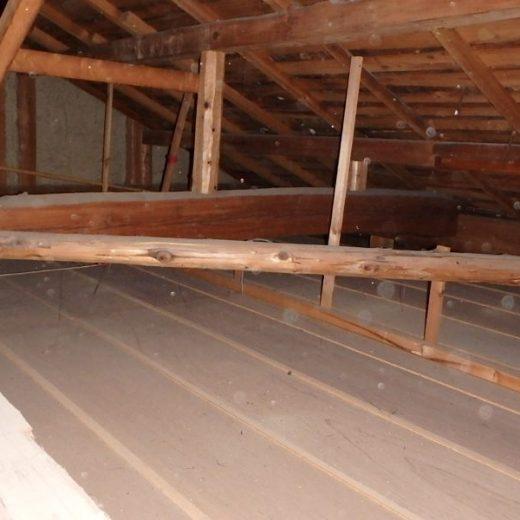 天井裏に断熱材 工事前 DIY