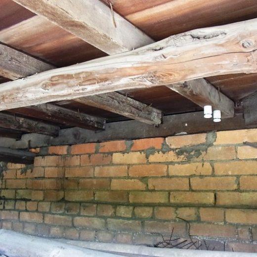戦前の木造民家の基礎の例 煉瓦基礎