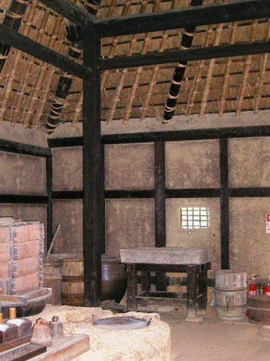 箱木の千年家 箱木家住宅主屋(室町後期) 土壁と貫