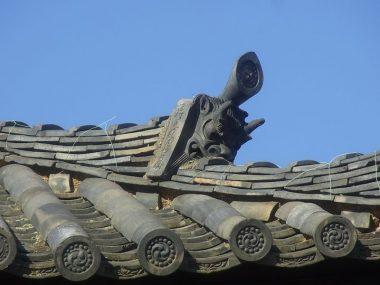 150124八木春日神社延命院の鬼瓦の篦書き