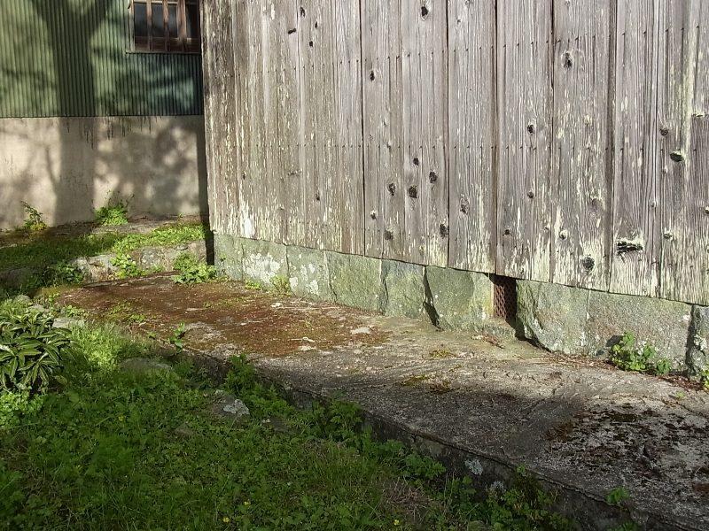 川西市 緑の基礎石 蛇紋岩