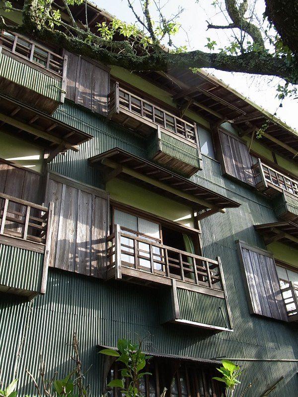 川西市 緑の缶詰旅館