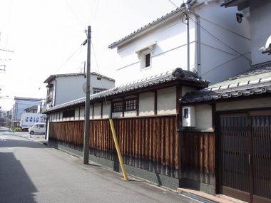 尼崎の町家 塀と蔵 焼杉張り