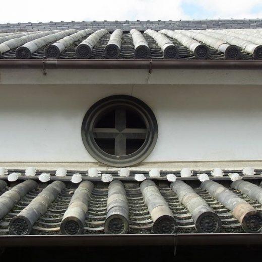 171112大和八木の町並みと町家 十文字紋の虫籠窓