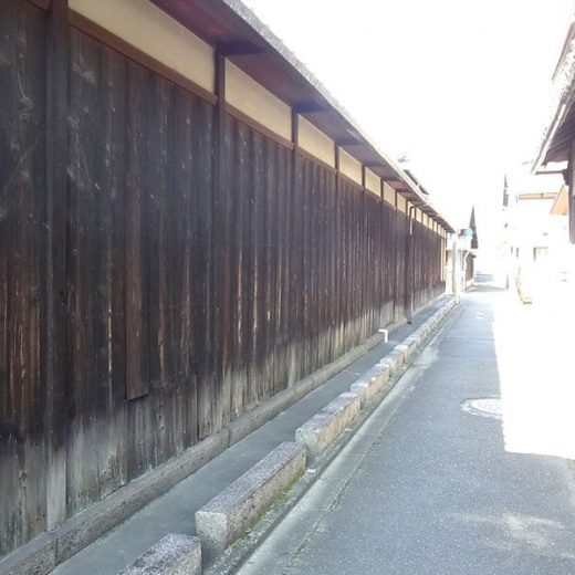 181108並河靖之七宝記念館の焼杉板の塀