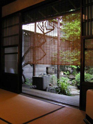 120809京町家 坪庭と座敷