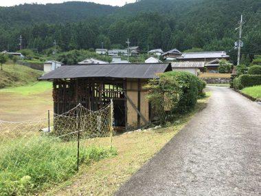 170730某県のとある集落の風景 このうち何軒が空き家?