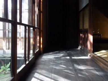 111022大和郡山川本邸 大正期の郭建築 メラメラレトロ硝子の縁側