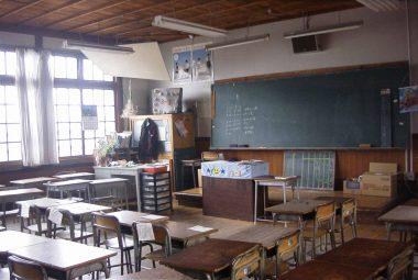 内藤克雄 西脇小学校二階教室