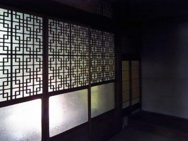 111022大和郡山川本邸 大正期の郭建築 膠ガラスと磨りガラス