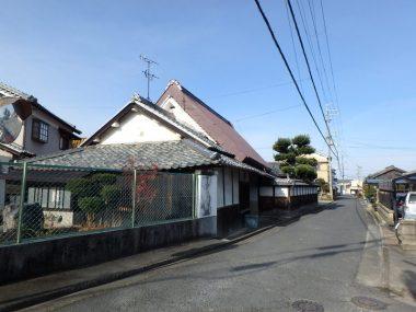 200114奈良盆地南部 街道筋の茅葺き民家