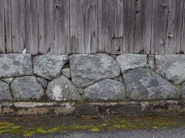 200309醍醐の焼杉板と飛鳥石の石積み