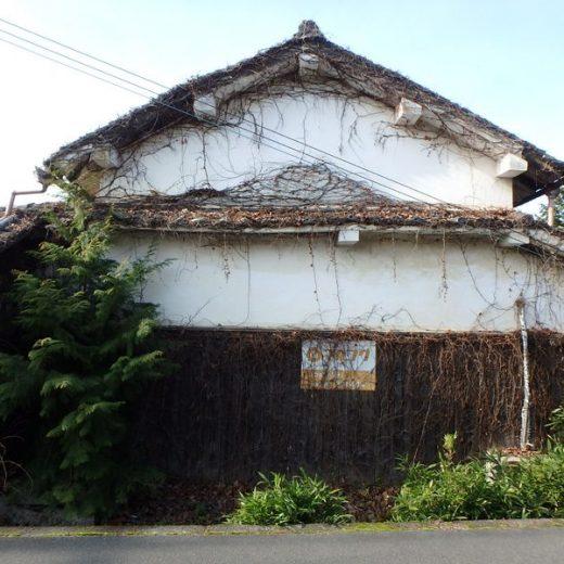 200114奈良盆地南部 街道筋の放置空き家