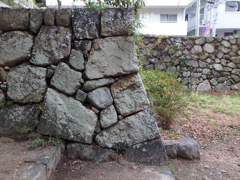 191229六甲大土神社石積み隅部の稜線
