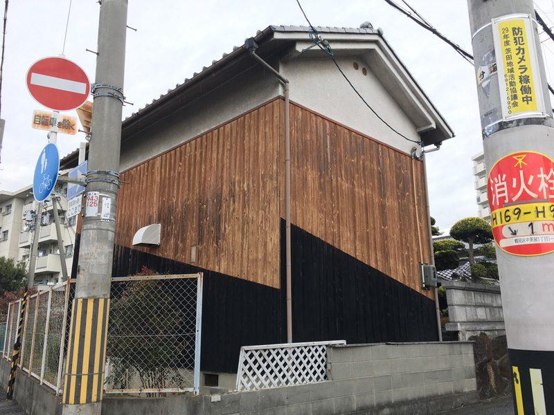 191217大阪鶴見区の色分け土蔵 焼杉壁のおもしろ景観