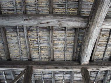 200326北摂の墓堂は無駄のない清堂 竹簀の子の瓦下地