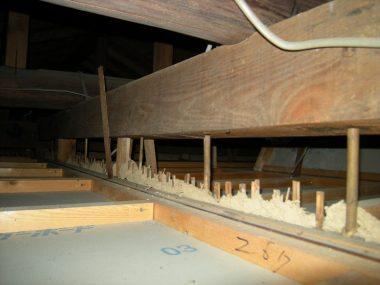 崖の上のS邸小屋裏 内部土壁は天井まで