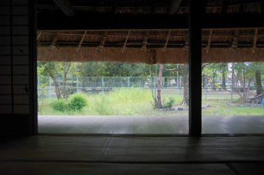 200829川西市民俗文化財 能勢型民家の縁 低い軒先 下堂家