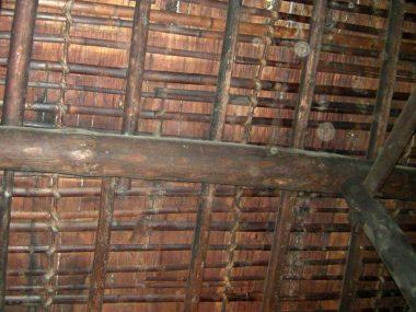 080121奈良盆地南部の民家の瓦下地 割竹と杉皮