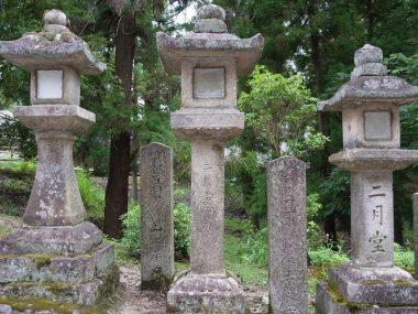 200729東大寺二月堂の石灯籠