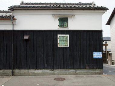 200804明石市八木の土蔵 基礎は竜山の青石