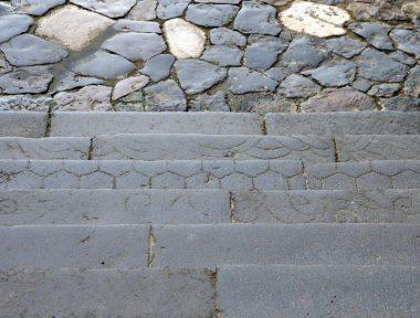 200729東大寺二月堂の石段m