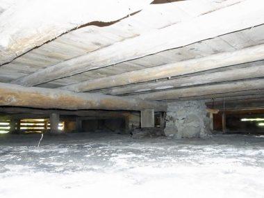 12622古民家の床下 通気と湿気を点検
